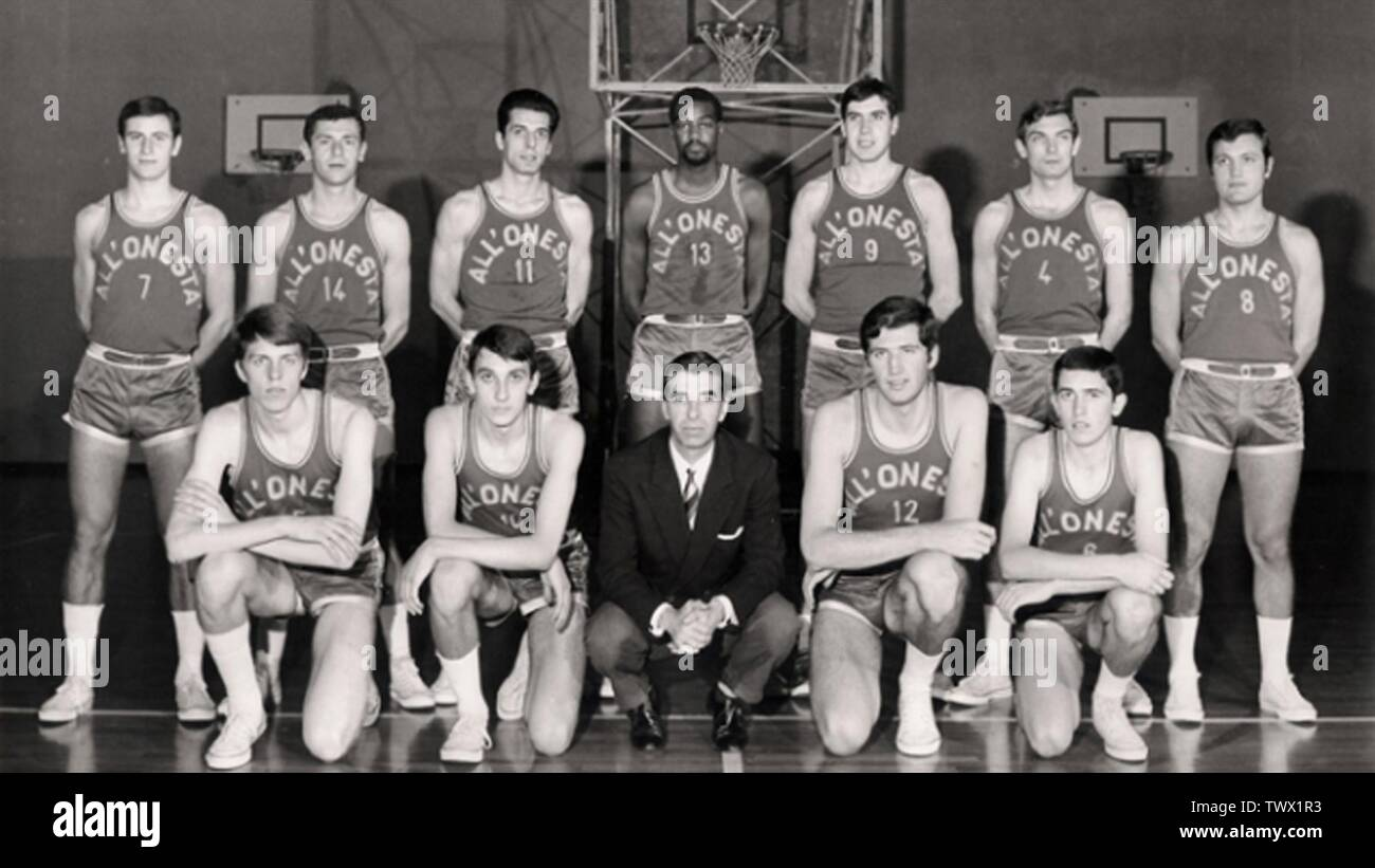 'Milan, Italy. Line-up of Pallacanestro Milano 1958, know for sponsorship reasons as All'Onestà Milano, in the 1968–69 season. From left to right, standing: Abonico, De Rossi, Gatti, Isaac, Zanatta, Vatteroni, Bulgheroni; crouched: Nizza, Bertolotti, Tracuzzi (coach), Bovone, Gurioli.; between 1968 and 1969 date QS:P,+1968-00-00T00:00:00Z/8,P1319,+1968-00-00T00:00:00Z/9,P1326,+1969-00-00T00:00:00Z/9; Daniele Fantini (February 18, 2016). Ecco il progetto per far rinascere la Pall. Milano: torna il derby al PalaLido? (in italian). it.eurosport.com.; Unknown; ' - Stock Image