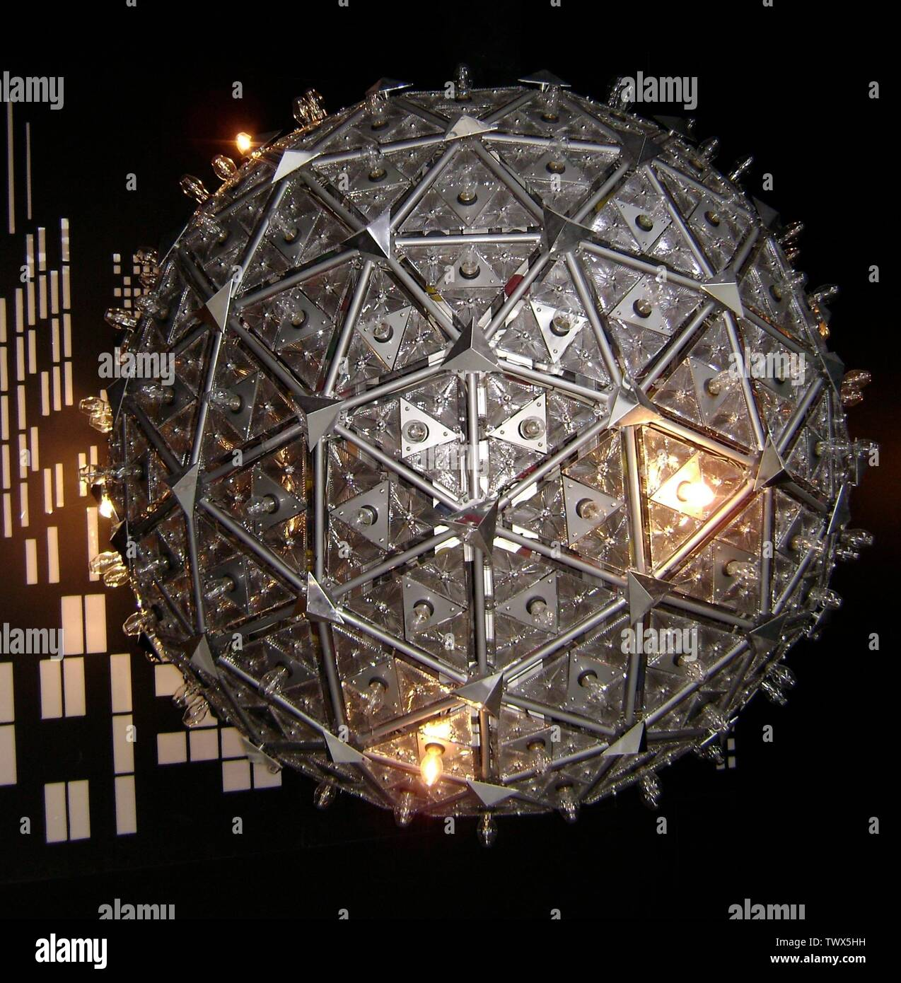 'English: The Times Square Ball designed for the new millennium in 2000, on display at the Waterford Crystal Factory.; 2 October 2008; Own work; Hunter Kahn (talk) 02:57, 8 October 2008 (UTC); ' - Stock Image