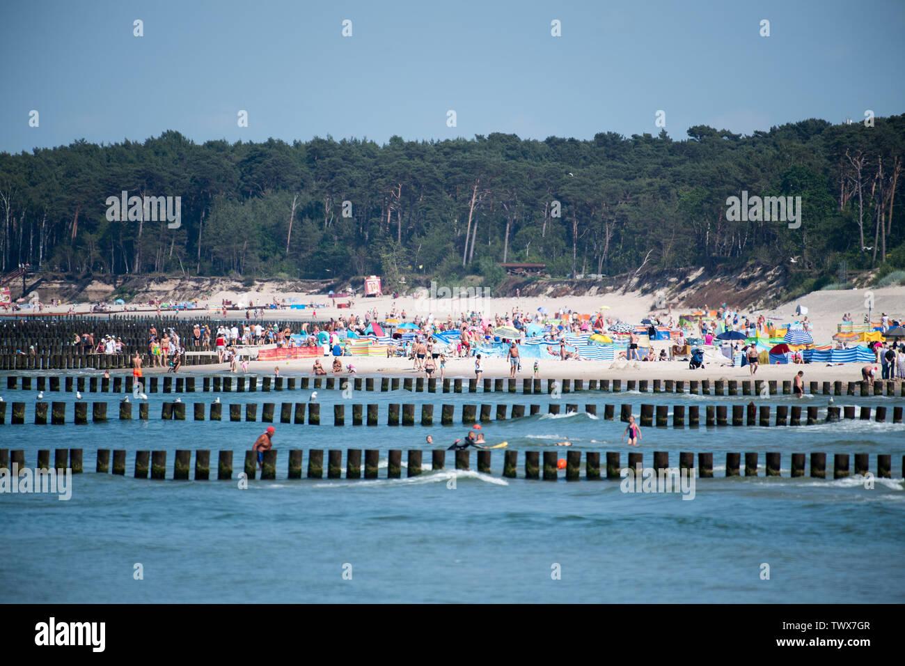 Hot day on beach in Ustka, Poland. June 17th 2019 © Wojciech Strozyk / Alamy Stock Photo - Stock Image