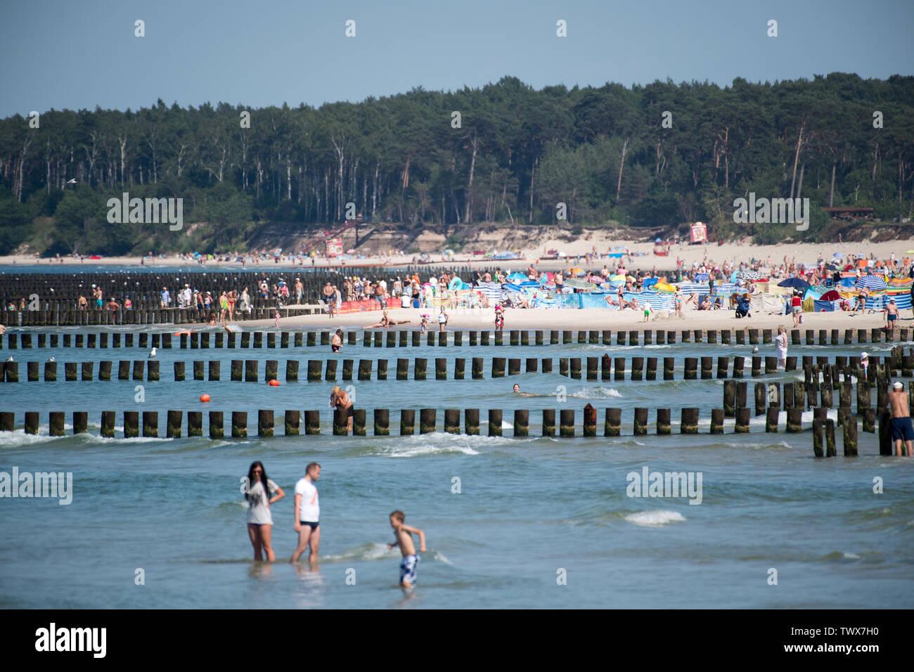 Hot day on beach in Ustka, Poland. June 17th 2019 © Wojciech Strozyk / Alamy Stock Photo Stock Photo