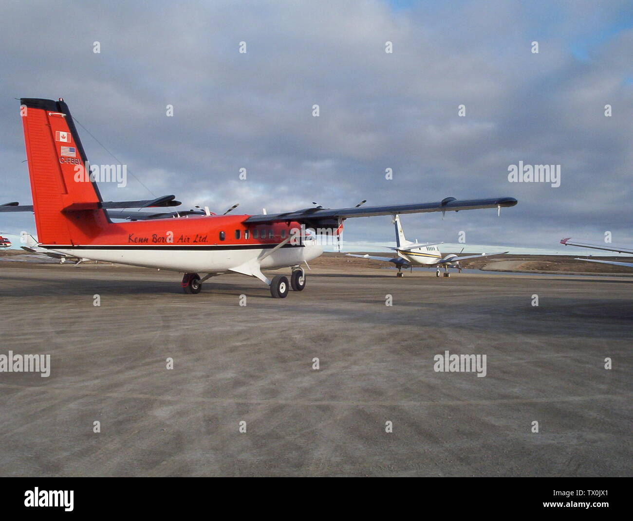 'English: C-FBBV Kenn Borek Air Ltd. de Havilland Twin Otter (DHC-6) 300 Series at Cambridge Bay Airport, Nunavut, Canada; 17 June 2005, 22:12 MDT (18 June 2005, 04:12 UTC); Own work; CambridgeBayWeather; ' - Stock Image