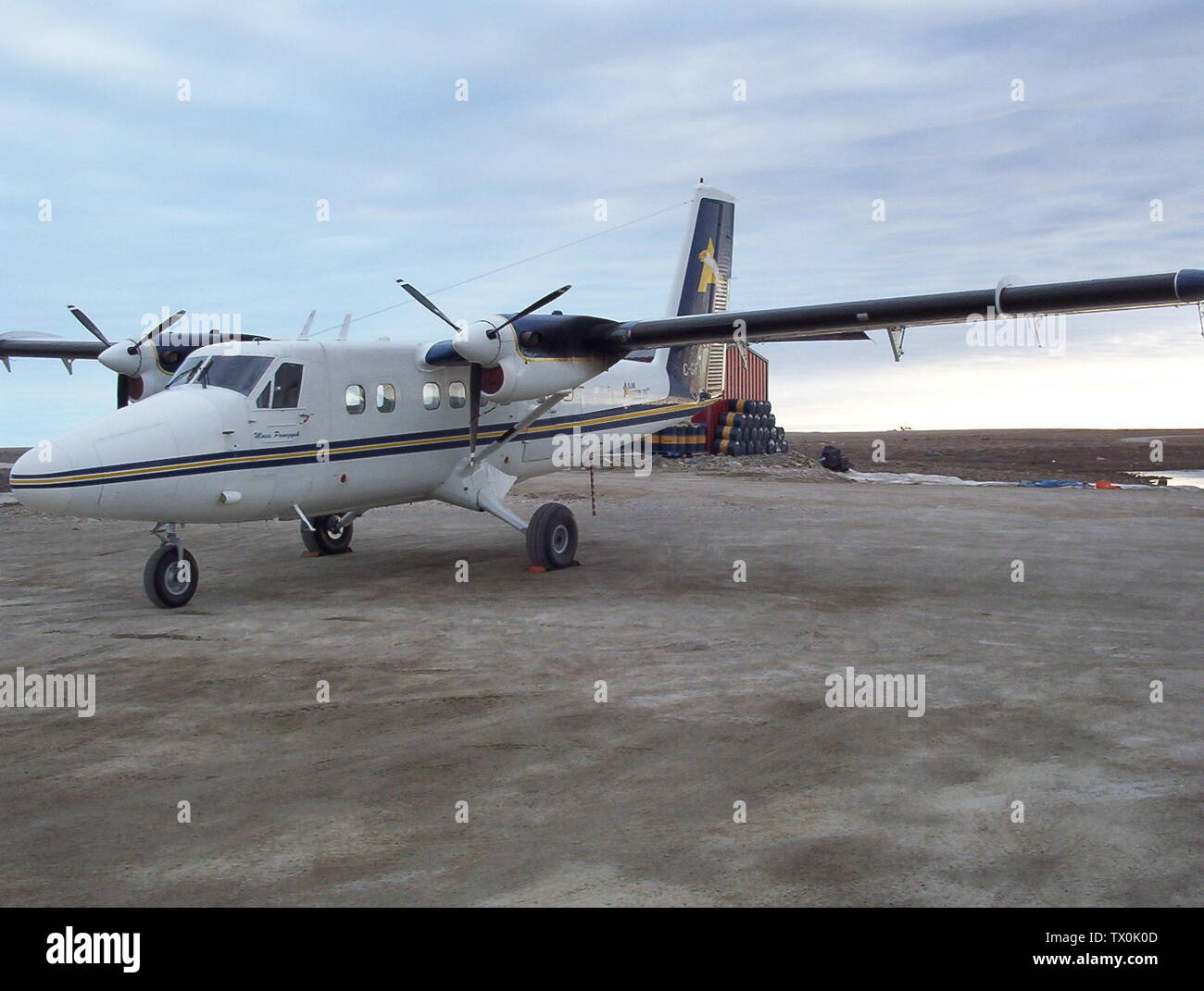 'English: C-GFYN Adlair Aviation Ltd. de Havilland Twin Otter (DHC6) 200 Series at Cambridge Bay Airport, Nunavut, Canada.; 14 June 2005, 14:05; Own work; CambridgeBayWeather; ' - Stock Image