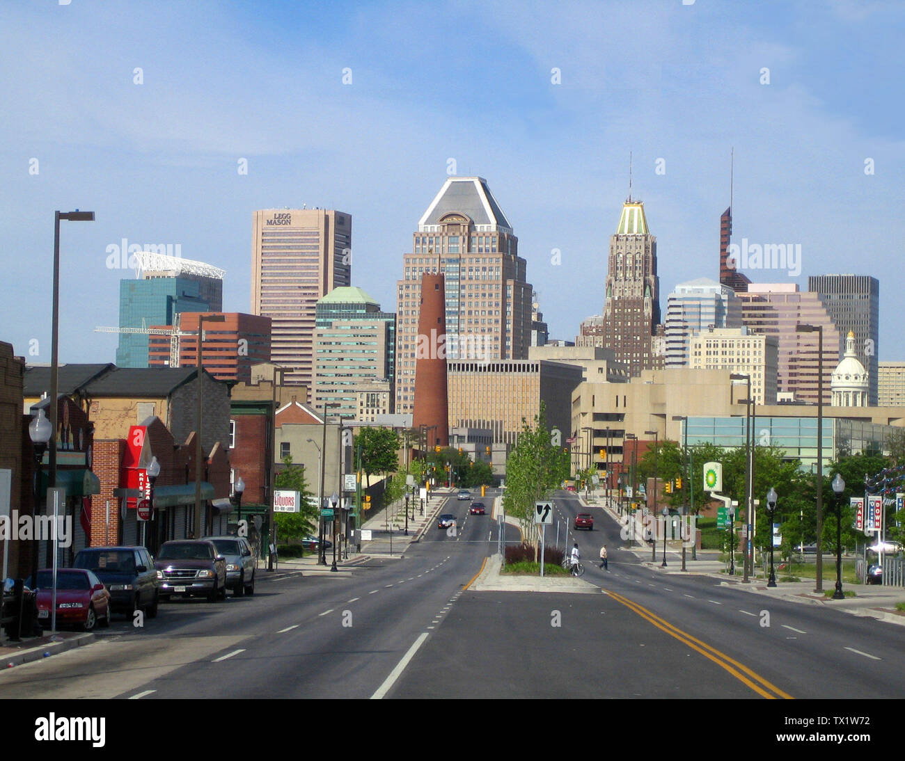 'Boarisch: Baltimore, de gresste Stod vo Maryland. Deutsch: Baltimore, die größte Stadt Marylands. Ελληνικά: Οι ουρανοξύστες στο κέντρο της Βαλτιμόρης. English: A view of Downtown Baltimore from the East, on Fayette St. The intersection in the distance is where Fayette St. crosses President St., which becomes the Jones Falls Expressway on the opposite side of the intersection. Français: Panorama contemporain de la ville de Baltimore. Le Downtown de Baltimore vu en direction de l'ouest sur la rue Fayette. עברית: מרכז בולטימור. Interlingue: Li centre de Baltimore. Македонски: Центарот во Балтим - Stock Image