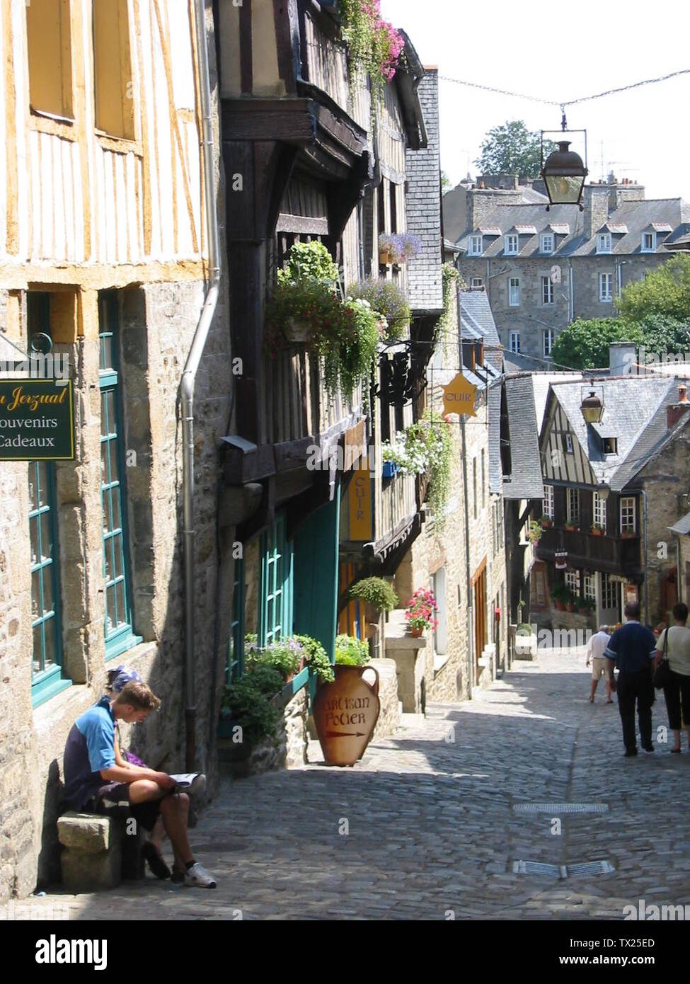 'English: The Rue du Jerzual, a steep, pictureque street in Dinan, Brittany, France, a historic walled town above the Rance valley. The picture was taken on 8 Aug 2003 during the canicule, or heat wave that affected the region and much of Europe. Picture taken by wurzeller and hereby released into public domain.; 16 August 2005 (original upload date); Own work; Wurzeller at English Wikipedia; ' - Stock Image