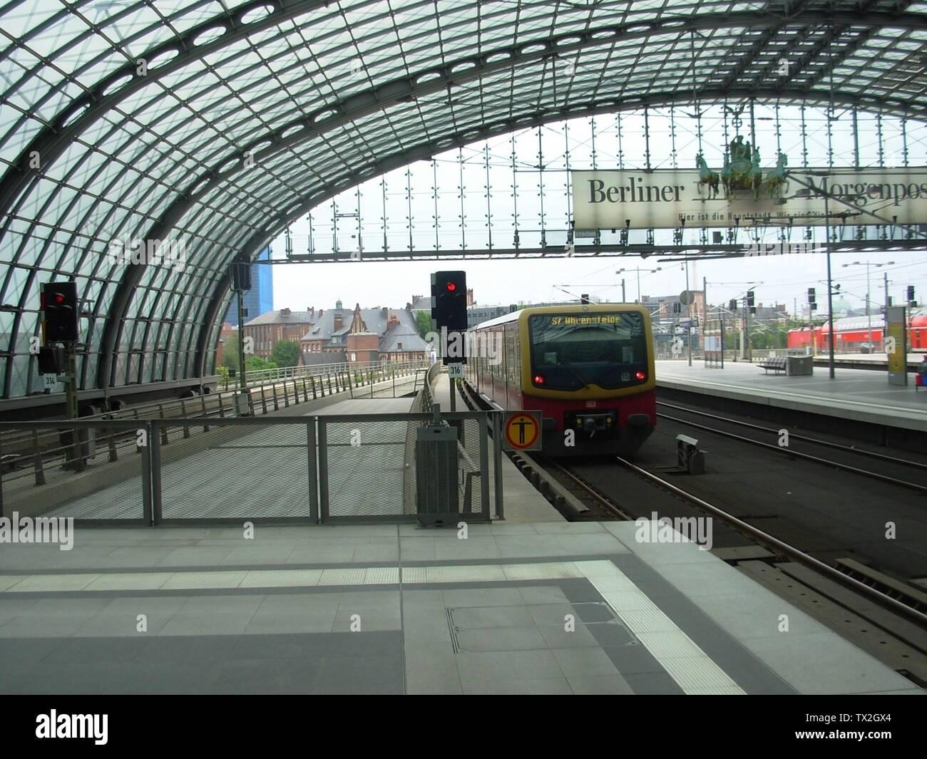 """English: Eastbound S7 train leaving the Berlin Hauptbahnhof en route for Ahrensfelde.; 14 August 2008; Own work (Jef Kazak); Il Dottore Magnifico a.k.a.Jef Kazak (talk); "" Stock Photo"