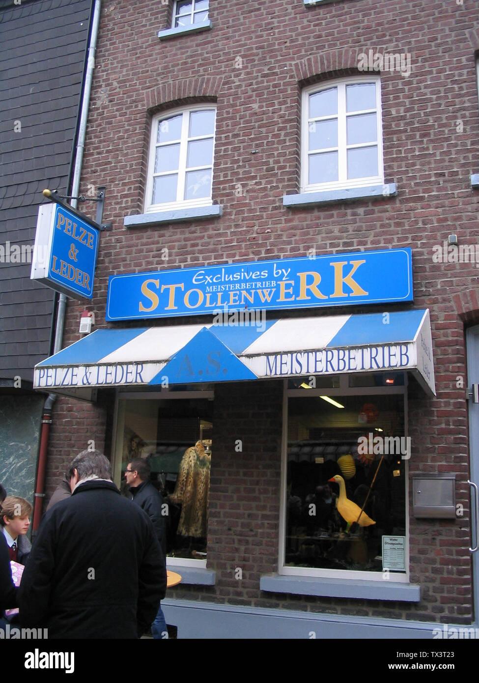 Pelze & Leder Stollenwerk, Albert Stollenwerk, Steinstraße 8, 41352 Korschenbroich, Nordrhein-Westfalen  am Tag des Martinsmarkts; 7 November 2010; Own work; Kürschner (talk) 09:52, 8 November 2010 (UTC); Stock Photo