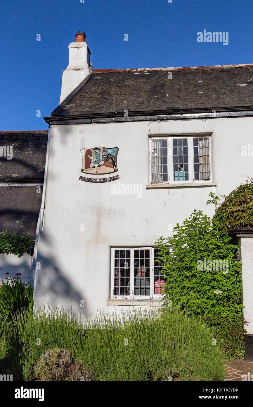 The NoBody Inn is a 17th century Devon Inn, Dartmoor, Devon, England, House, No People, Overcast, Summer, Ancient, Architecture, Bar Doddiscombsleigh - Stock Image