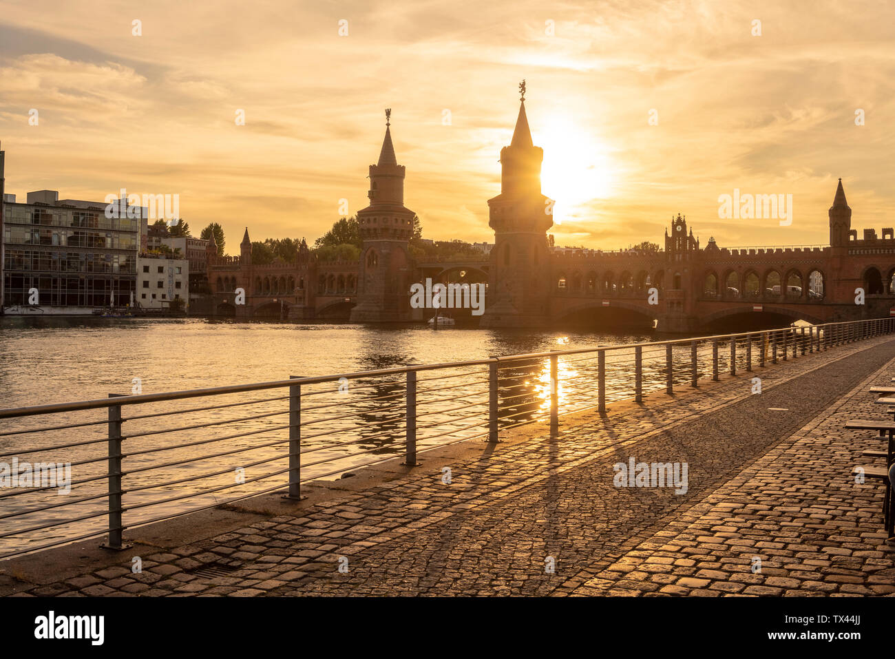 Germany, Berlin-Friedrichshain, view to Oberbaum Bridge at sunrise - Stock Image