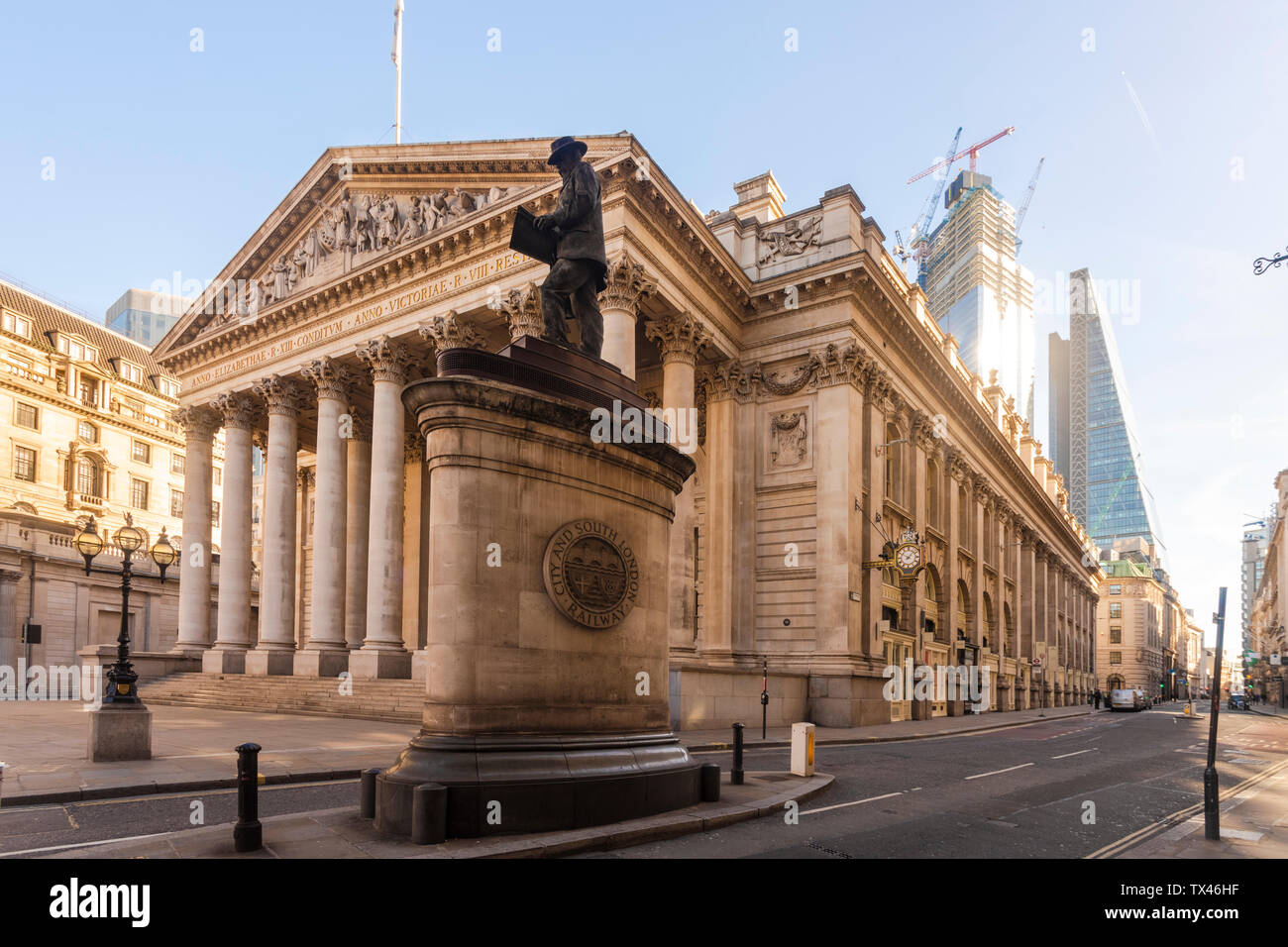 UK, London, Royal stock exchange with London Troops War Memorial and the Shard in the background Stock Photo