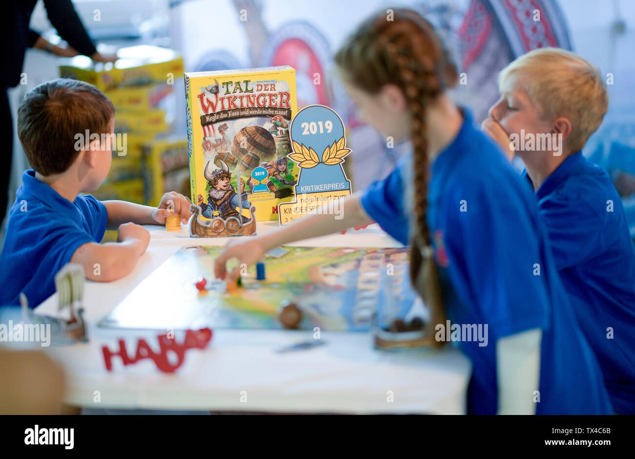 """Hamburg, Germany. 24th June, 2019. Children of class 2c of the Wesperloh primary school from the district Osdorf play the board game """"Valley of the Vikings"""". It was awarded Child's Game of the Year. Credit: Axel Heimken/dpa/Alamy Live News Stock Photo"""