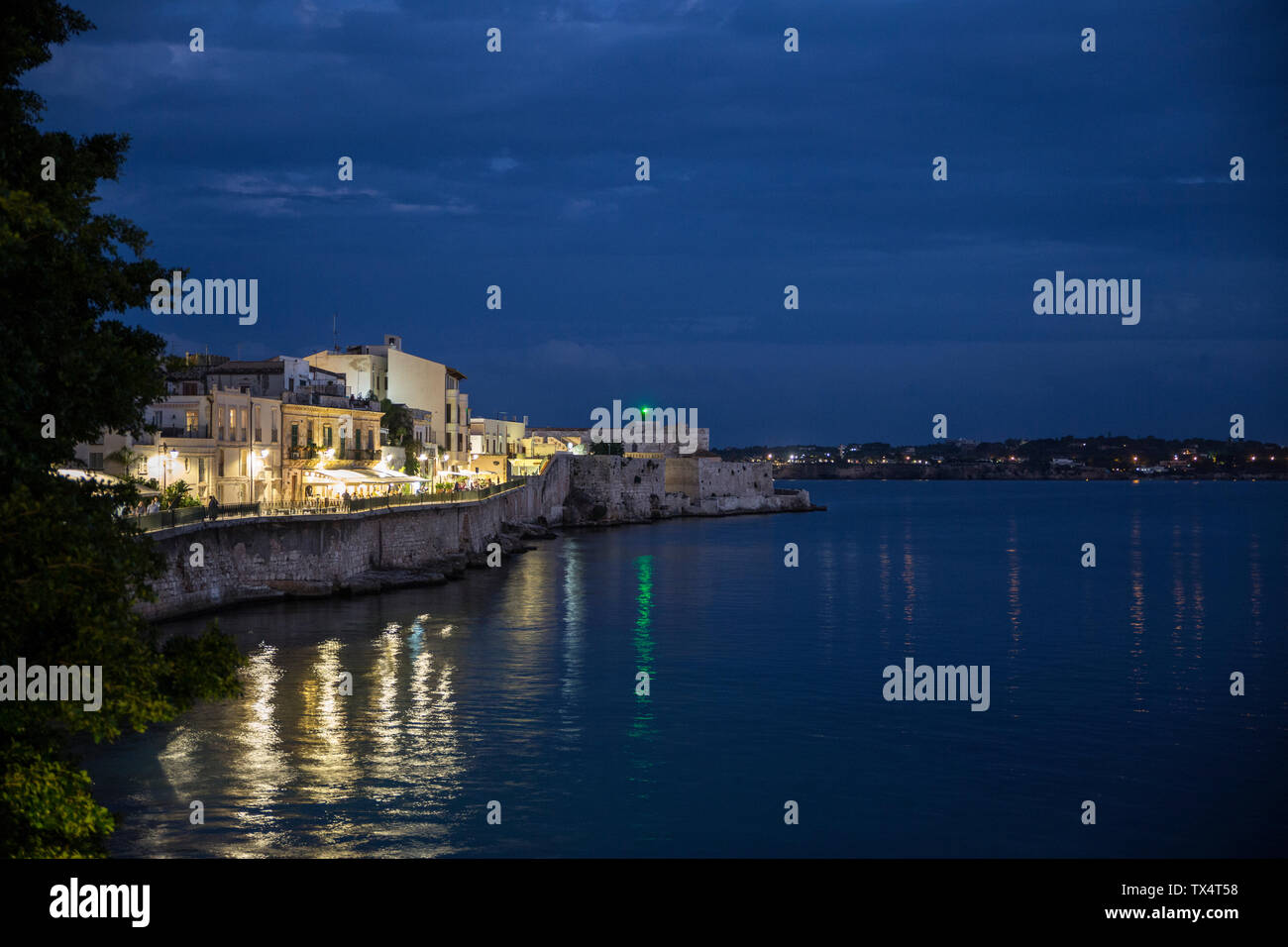 Italy, Sicily, Ortygia, Syracuse, view of Castello Maniace at dusk - Stock Image