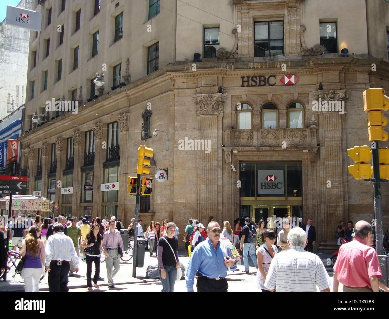 'Español: Basamento del edificio construido para el Banco Popular Argentino, sede de su Casa Central. Actualmente sucursal del HSBC. Calle Florida, esquina Tte. Gral. Juan D. Perón.; ver abajo; Own work; Elsapucai; ' - Stock Image