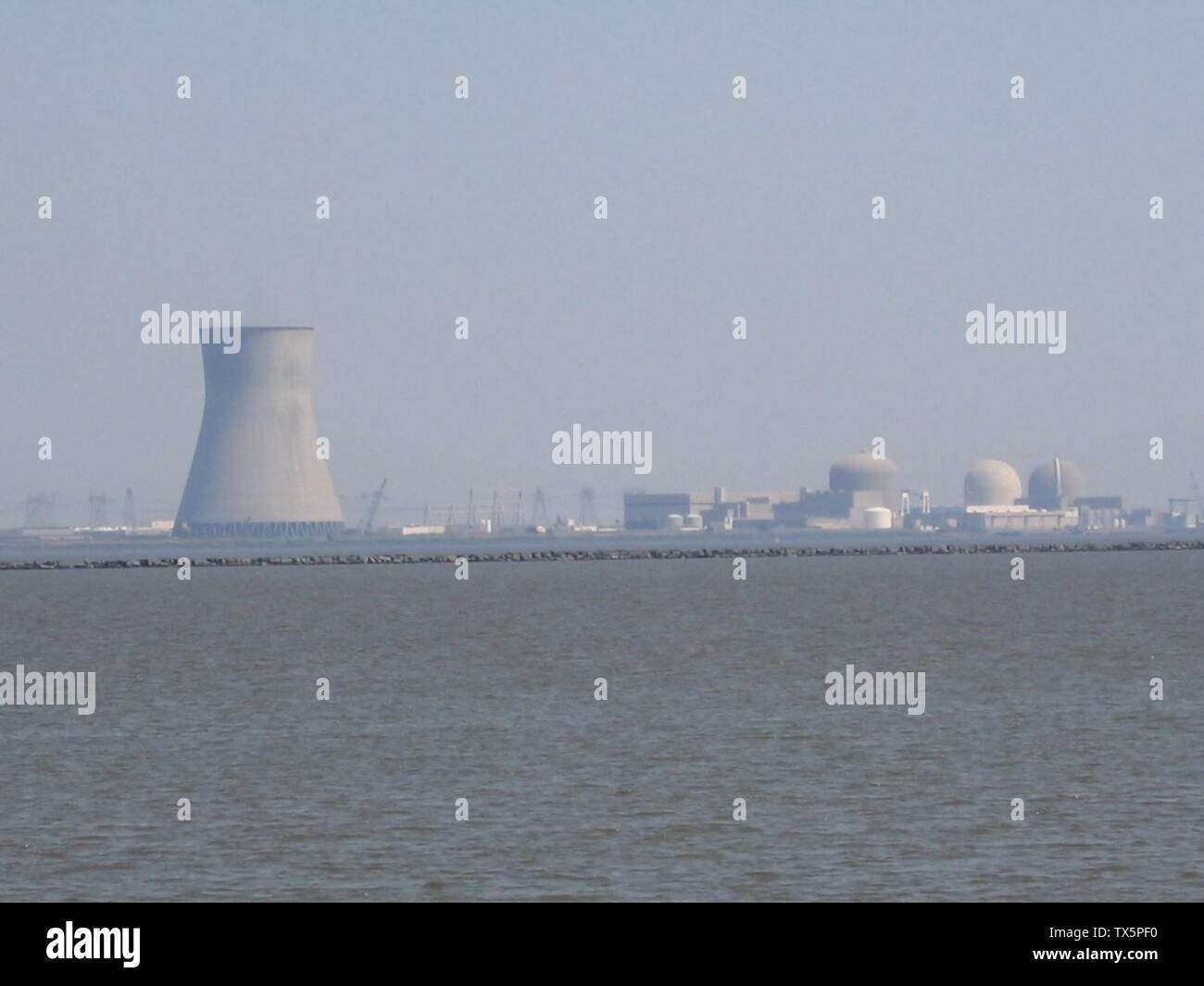 'English: Entire PSE&G nuclear complex (which contains both Hope Creek Nuclear Generating Station and Salem Nuclear Power Plant) as seen across the Delaware Bay from Augustine Beach, Delaware.; 31 May 2007(according to Exif data); Transferred from en.wikipedia to Commons by Saibo using CommonsHelper.; EaglesFanInTampa at English Wikipedia; ' - Stock Image