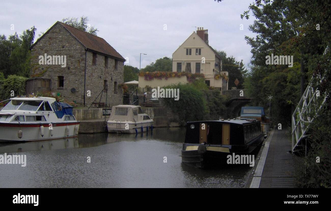 'English: Morring by the Lock Keeper pub and lock at Keynsham Lock. Taken by Rod Ward August 2006; 3 September 2006 (original upload date); Transferred from en.wikipedia to Commons by Oxyman using CommonsHelper.; Rodw at English Wikipedia; ' - Stock Image