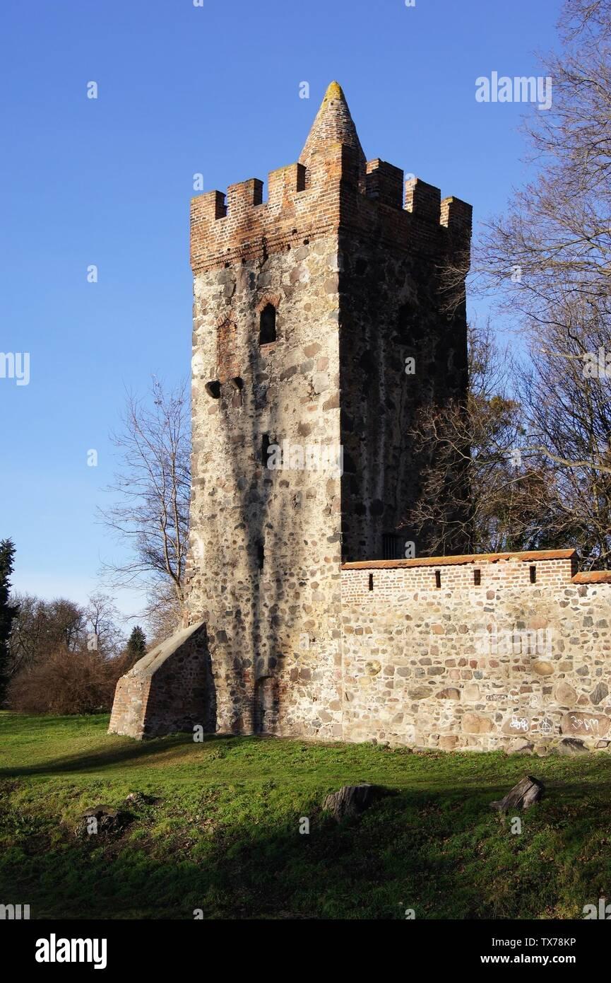 "Befestigungsturm ""Kiek in Pott"" der Stadtmauer Zerbst/Anhalt, Sachsen-Anhalt, Deutschland Fortification tower Kiek in Pott at the city wall of Zerbst/Anhalt, Saxony-Anhalt, Germany; 29 December 2012; Self-photographed; Problembär99 at German pedia; Stock Photo"