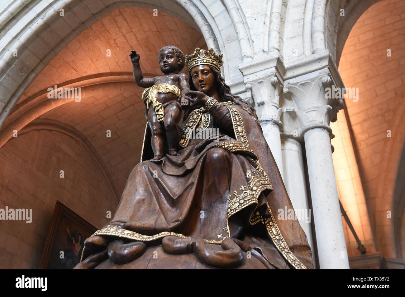 The Madonna and Child statue at Cathedrale Notre-Dame de Laon Laon, Aisne, Hauts-de-France, France Stock Photo
