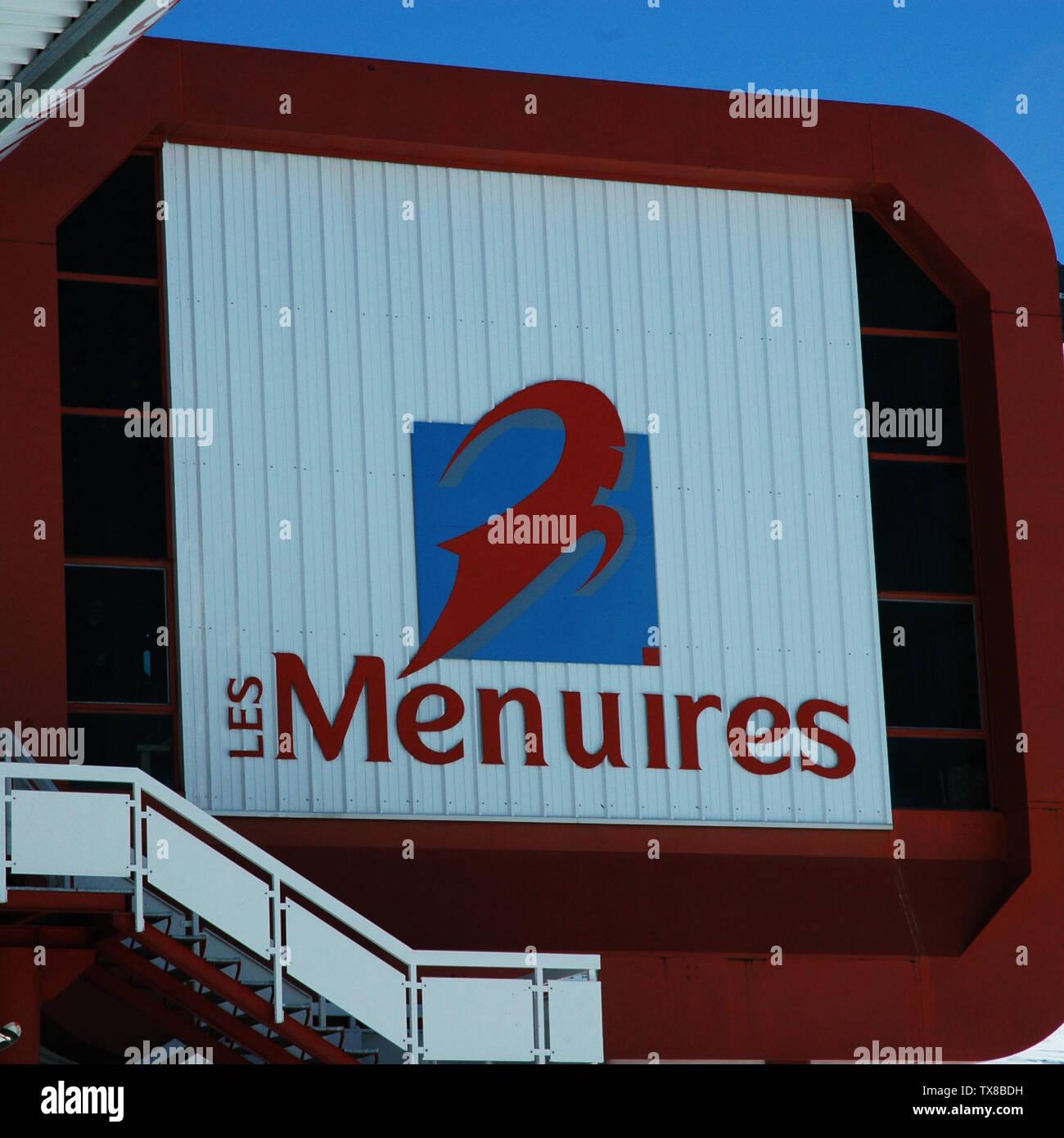 'Het logo van Les Menuires op een skilift (Les Menuires, Fr); 25 February 2007 (original upload date) (Original text:  20 februari 2007); Transferred from nl.wikipedia to Commons. (Original text:  Eigen foto); DimiTalen at Dutch Wikipedia (Original text:  Dimitri Neyt); ' - Stock Image