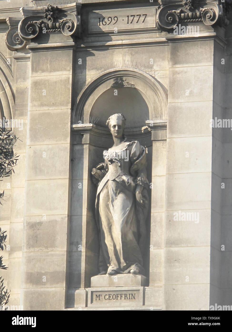 'English: Statue of Madame Geoffrin among the important people of the french history at the Hôtel de Ville (=town hall) of Paris. Paris 4th arr. Français: Statue de Madame Geoffrin parmi les personnages de l'histoire de France de l'Hôtel de Ville de Paris. Paris 4e arr.; 23 April 2010; Own work; Tangopaso; ' - Stock Image