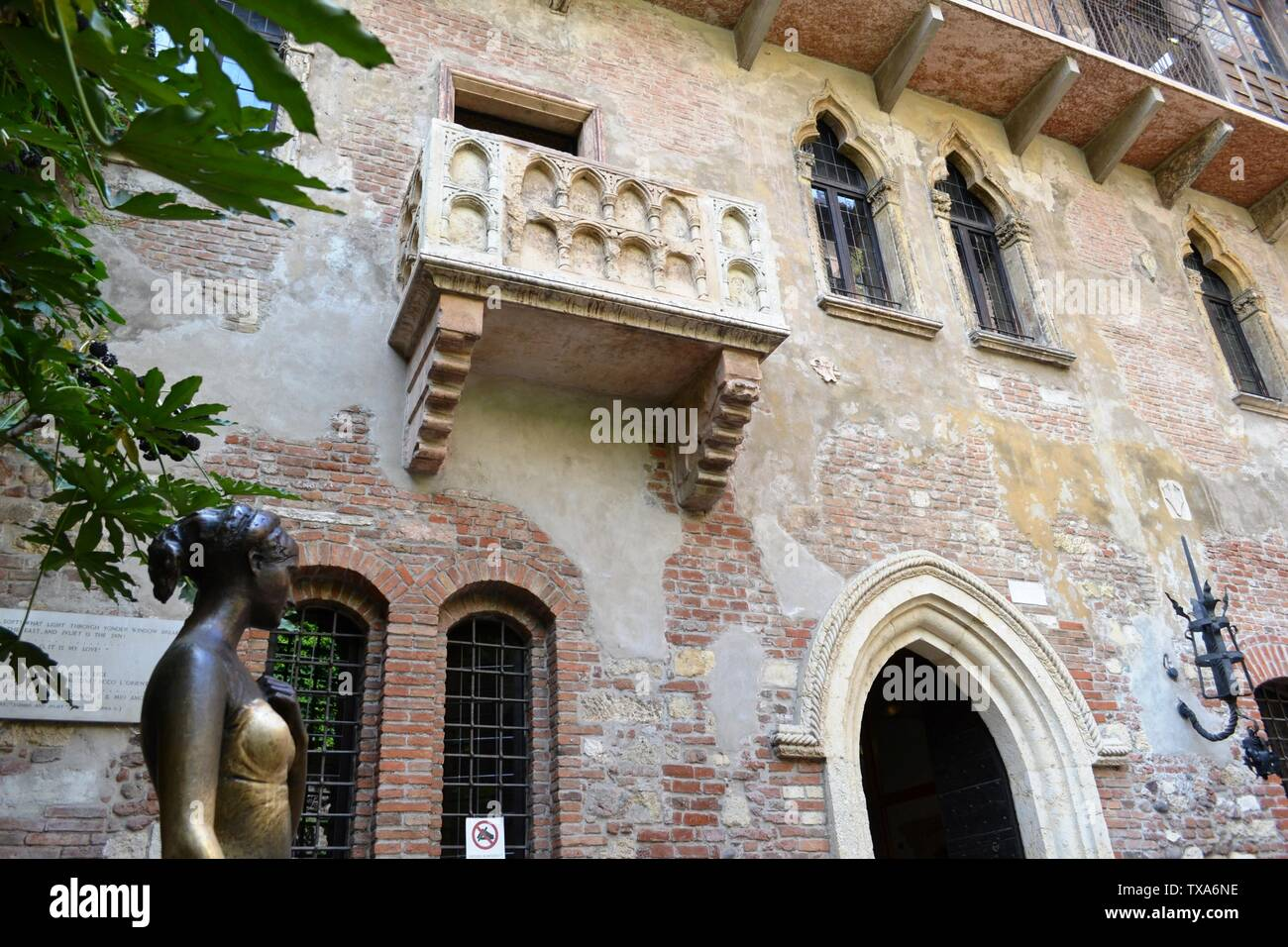 Verona/Italy - May 9, 2015: Balcony of Juliet and bronze statue of Juliet Capuleti of the house-museum  of Juliet, described by William Shakespeare. Stock Photo