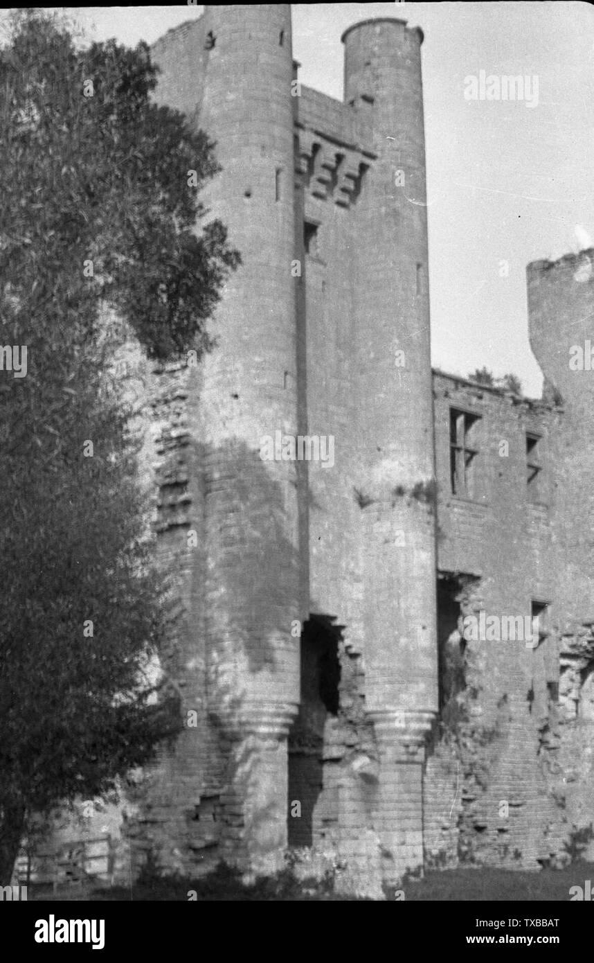 'Deutsch: Ruine von Passy-les-Tours, Frankreich; 1925; Transferred from de.wikipedia to Commons.; Urgroßvater von de:Benutzer:Carroy (de:Benutzer:YPS); ' - Stock Image