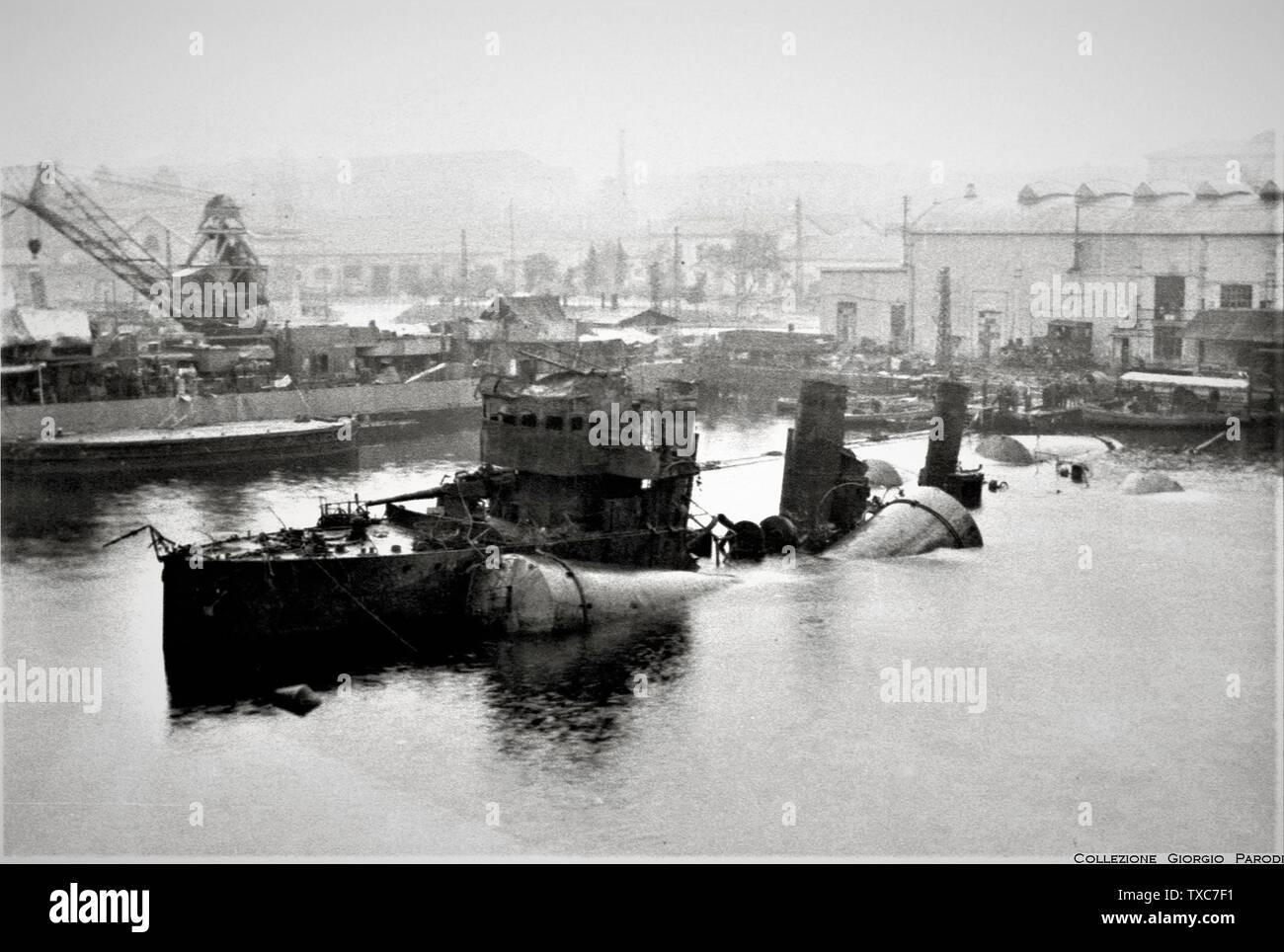 'The recovery of the destroyer Generale Carlo Montanari (MN) in La Spezia.; 1949; it.Wikipedia; unattributed; ' - Stock Image
