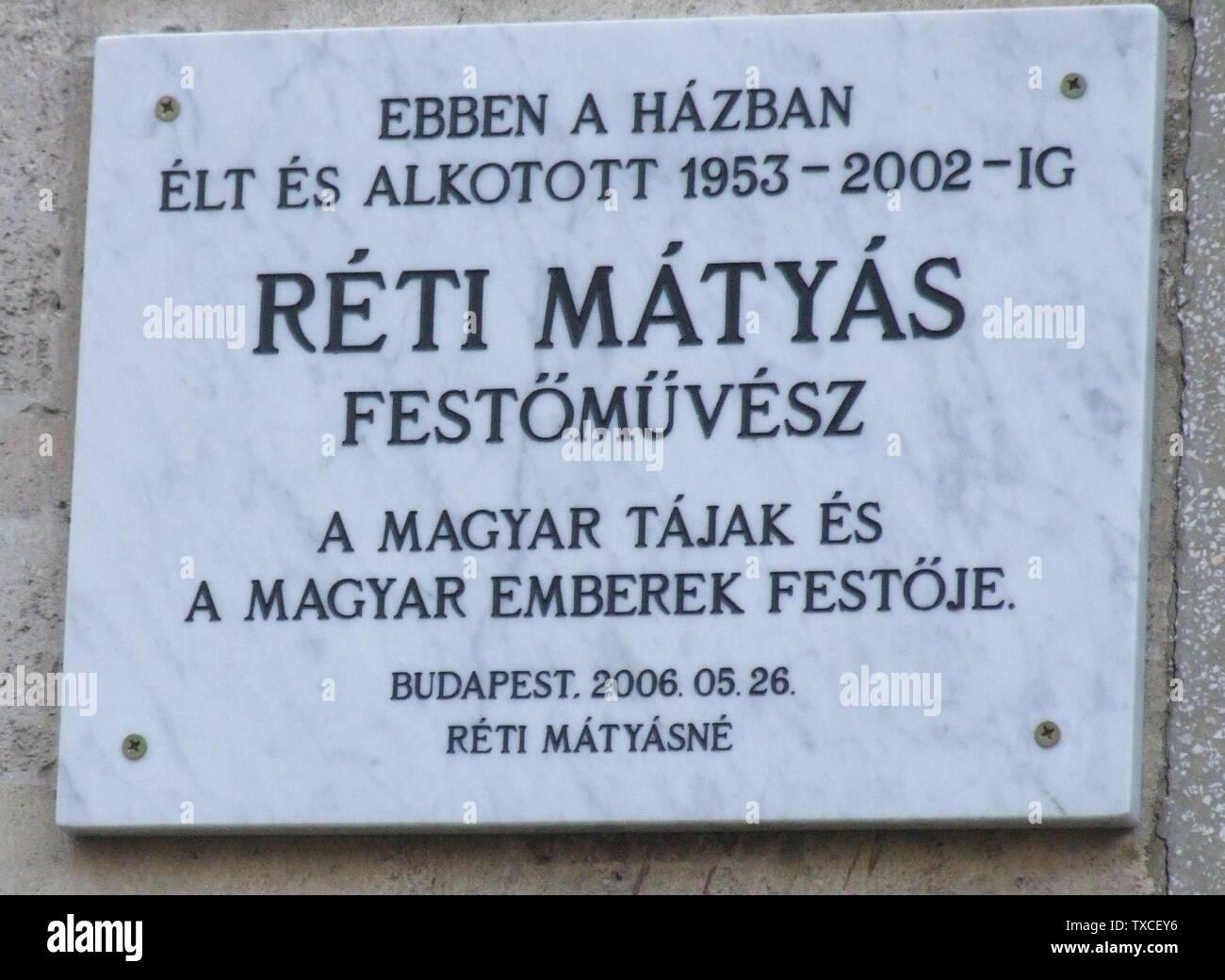 'Magyar: Réti Mátyás emléktáblája, 2006-ban helyezték el, 1953 és 2002 között lakott itt. Az épület a Kosciuszkó Tádé utca 14-20. épületekkel, valamint a Márvány u. 1/b. sz. épülettel együttest alkot. Az egyes épületek tervezĞi (Forrás: Ferkai András: Buda építészete a két világháború között, Bp. 1995. 50. old.): Márvány u. 1/b. Platschek Imre, 1940, Kosciuszkó Tádé u. 14. – Preisich Gábor és Gerle György, 1941;  Kosciuszkó Tádé u. 16. – Hajós Alfréd, 1941;  Kosciuszkó Tádé u. 18. – Hámor (Hamburger) István, 1941; Kosciuszkó Tádé u. 20. Falus Lajos, 1941. - Magyarország, Budapest I. kerület, K - Stock Image