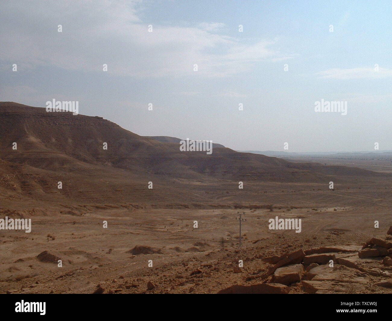 'The desert, 3km from Sadus, Saudi Arabia, North-West of Riyadh. Location (24.964295,46.218573) alt=+835m; 24 November 2006; Own work; Baptiste Marcel; ' - Stock Image