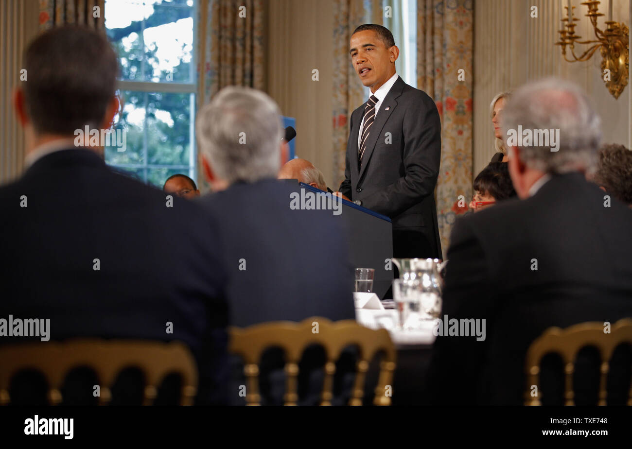 WASHINGTON - OCTOBER 04:  (AFP-OUT) U.S. President Barack Obama delivers remarks at the beginning of a meeting of the President's Economic Recovery Advisory Board (PERAB) in the State Dining Room at the White House October 4, 2010 in Washington, DC. Obama used the meeting to announce the 'Skills for America's Future,' a program focused on improving partnerships between industry and community colleges with the goals of workforce development strategies, job training programs and job placement.  (Photo by Chip Somodevilla/Getty Images) - Stock Image