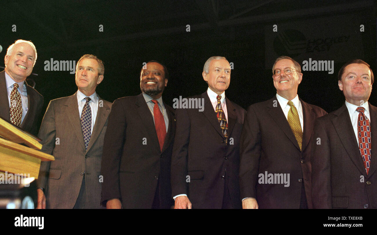"""DUR2000010901 - 09 JANUARY 2000 - DURHAM, NEW HAMPSHIRE, USA:  The six Republican presidential candidates from left to right; U.S. Senator John McCain, Texas Governor George W. Bush, former U.N. Ambassador Alan Keyes, U.S. Senator Orrin Hatch, publisher Steve Forbes and former Reagan administration aide Gary Bauer pose before their 10 minute speeches at the New Hampshire Republican's """"A Salute to the Next President"""" dinner, January 9, at The University of New Hampshire's Whittemore Center in Durham.  rg/lkm/Lee K. Marriner  UPI Stock Photo"""
