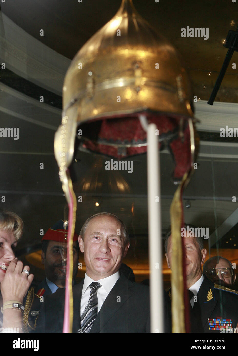 Russian President Vladimir Putin (C) visits the Arsenal of the Russian Tsars exhibition in the Emirates Palace Hotel in Abu Dhabi during his visit to United Arab Emirates on September 10, 2007. (UPI Photo/Anatoli Zhdanov) Stock Photo