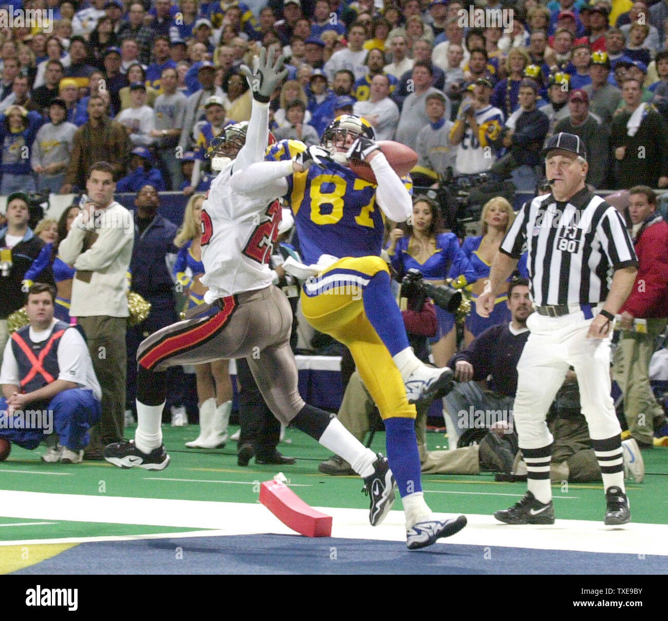 slp2000012316 23 january 2000 st louis missouri usa st louis rams ricky proehl hangs onto the football for a touchdown as tampa bay buccaneers brian kelly tries to defend in https www alamy com slp2000012316 23 january 2000 st louis missouri usa st louis rams ricky proehl hangs onto the football for a touchdown as tampa bay buccaneers brian kelly tries to defend in the closing moments of the nfc championship game at the trans world dome january 23 the touchdown was the first of the season for proehl and the only one of the game as the rams went on to beat the bucs 11 6 to advance to the super bowl rgbgbill greenblatt upi image257240927 html