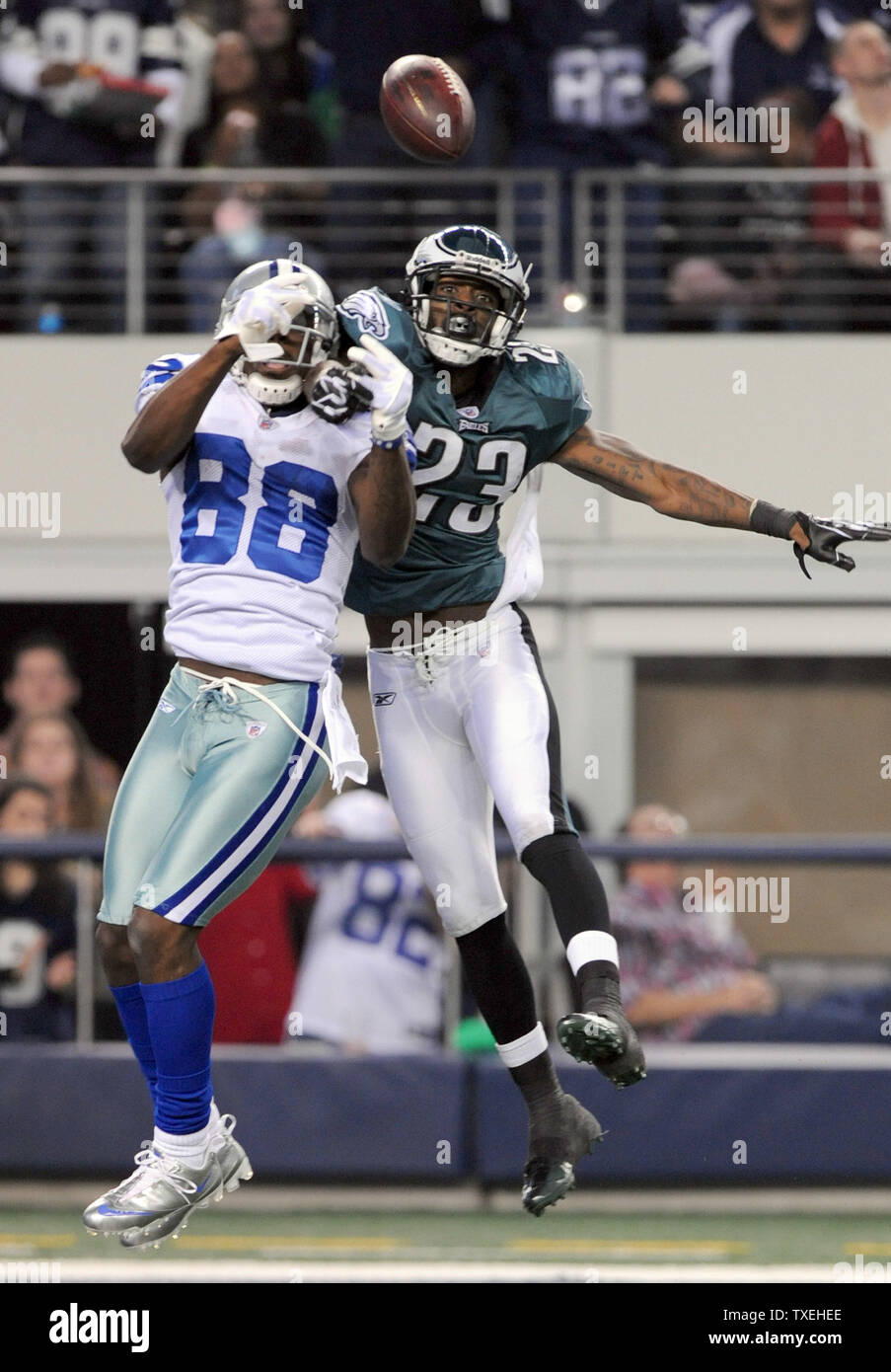 Dallas Cowboys Dez Bryant Goes Up For A Catch As