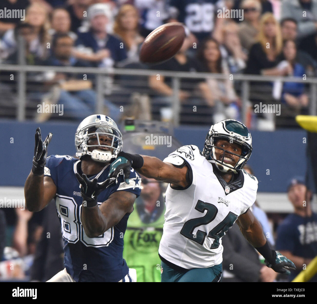 Dallas Cowboys Dez Bryant Makes A Catch In Front Of The