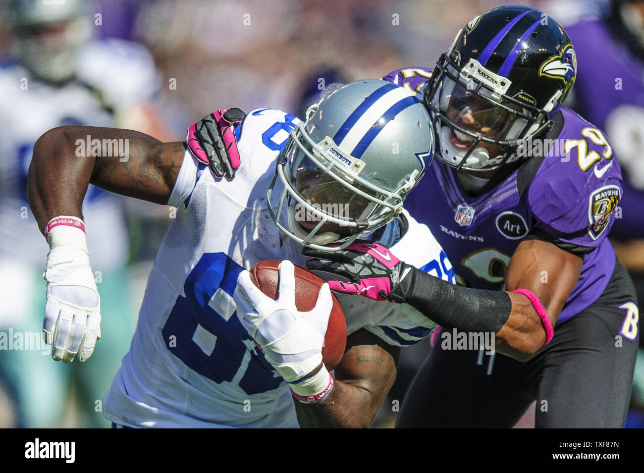 Baltimore Ravens Cornerback Cary Williams Pulls Down Dallas