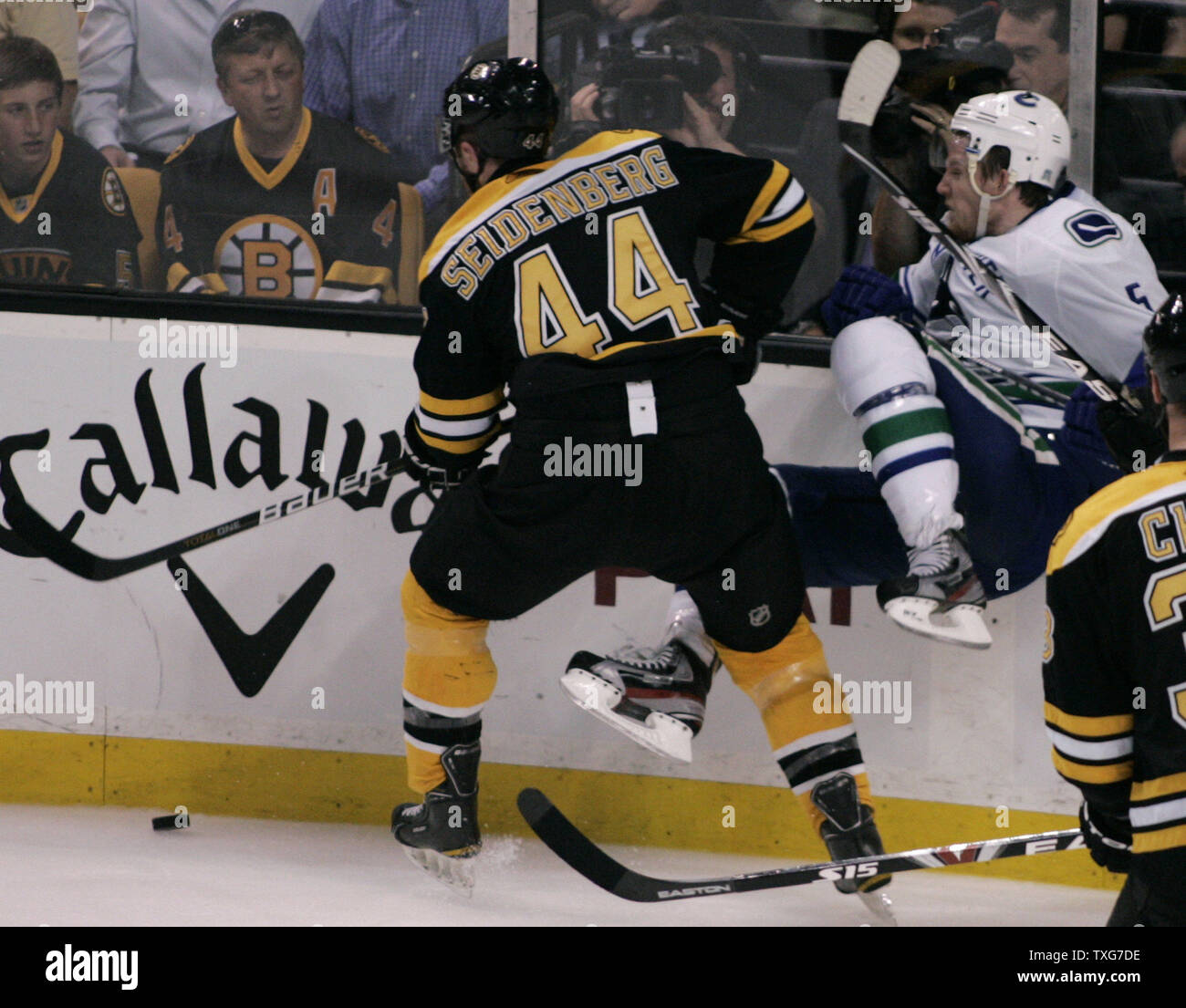 brand new 7a67a 2d62f Boston Bruins defenseman Dennis Seidenberg (44) checks ...