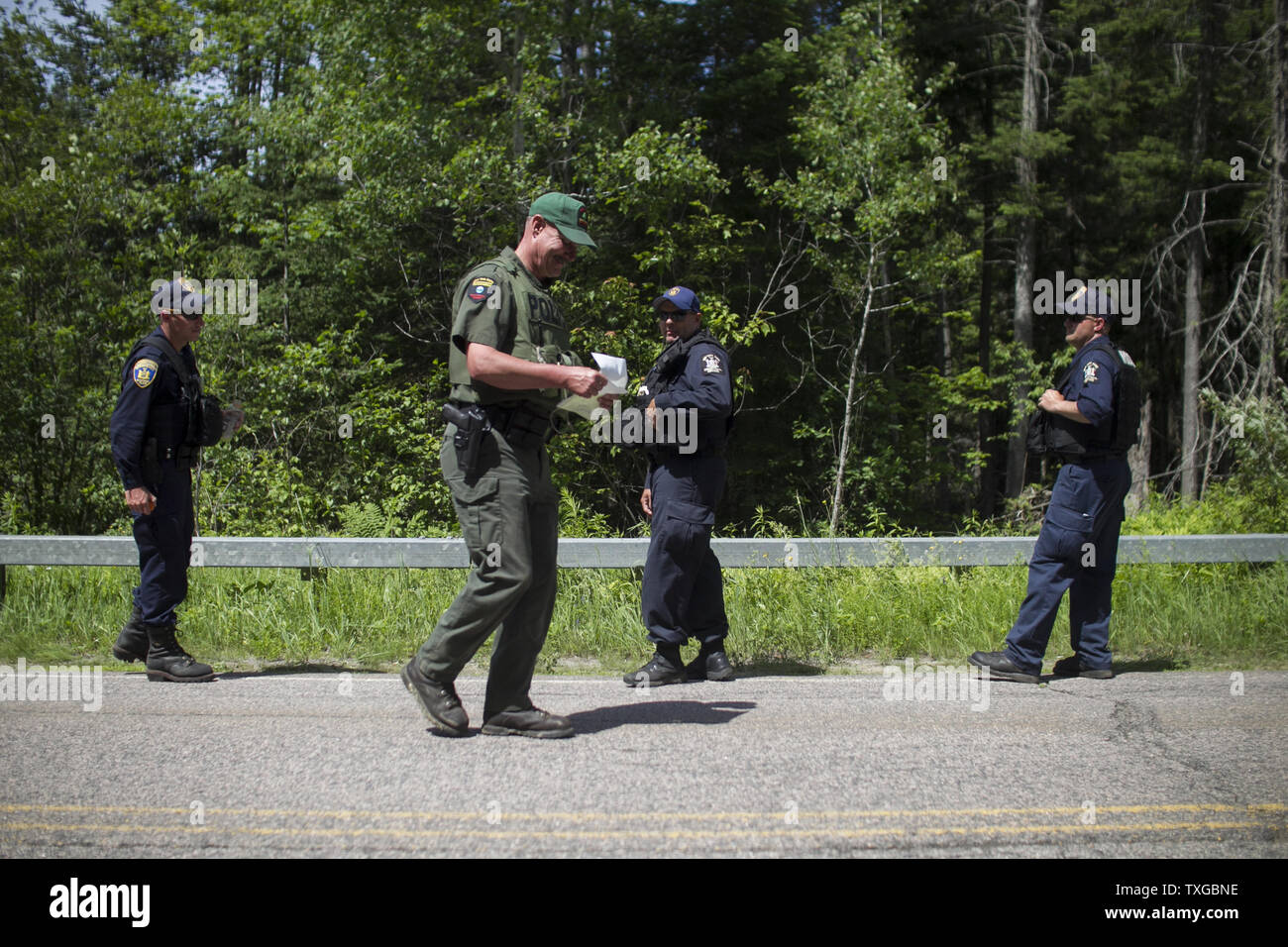Map Of New York Dannemora.Law Enforcement Personnel Check A Map Before Searching A Wooded Area