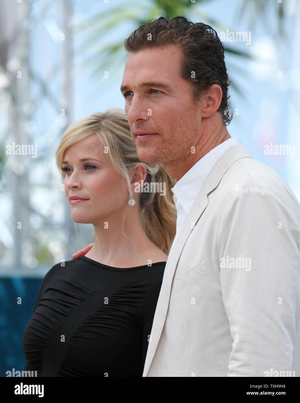 reese witherspoon dating 2012