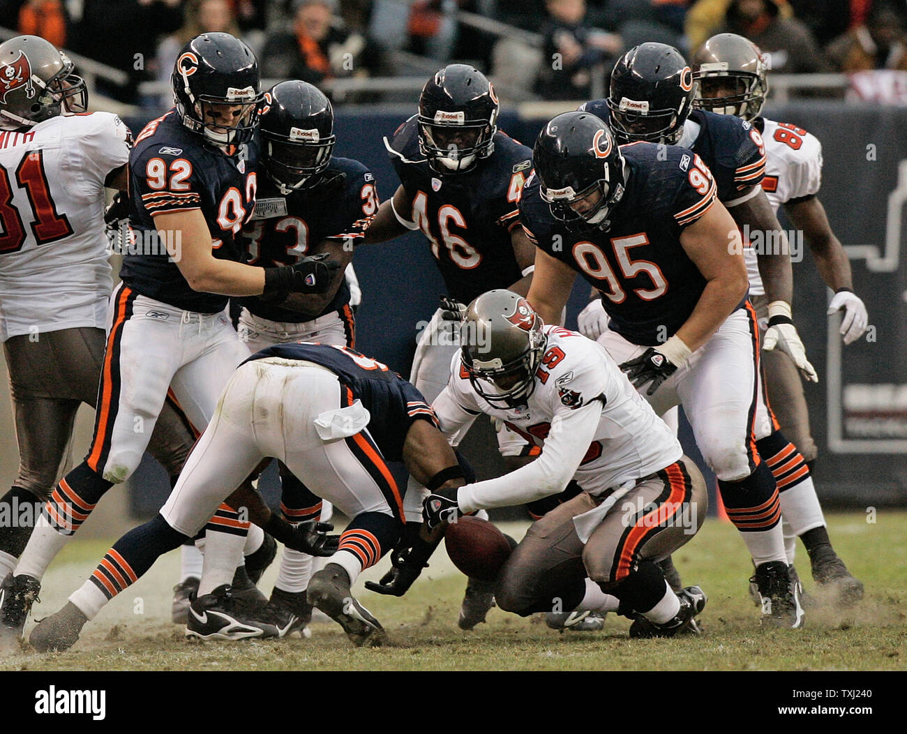 Chicago Bears, Danieal Manning, bottom left, Hunter Hillenmeyer (92), Charles Tillman (33), Chris Harris (46), Ian Scott (95) and Alex Brown, back right, and Tampa Bay Buccaneers' Ike Hilliard (19) try to recover Alex Smith's fumble during overtime at Soldier Field in Chicago on December 17, 2006. Ian Scott ended up with the ball. The Bears won 34-31 in overtime. (UPI Photo/Brian Kersey) Stock Photo
