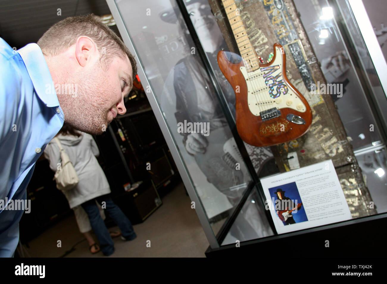 Guitar Center Stock Photos & Guitar Center Stock Images - Alamy