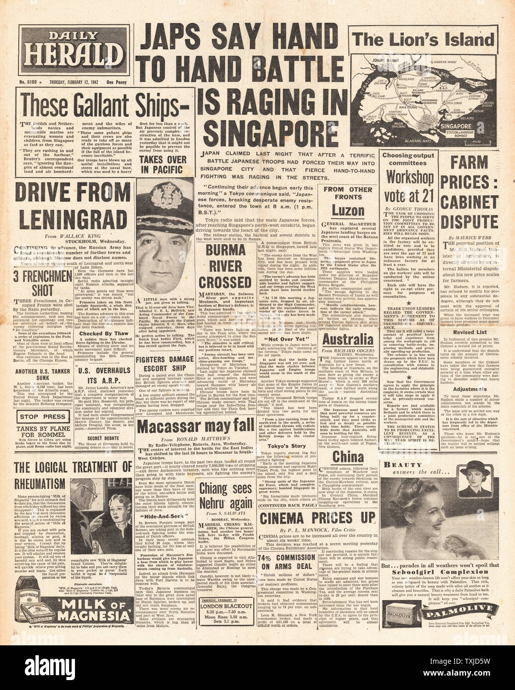 1942 front page Daily Herald Battle for Singapore and siege of Leningrad Stock Photo
