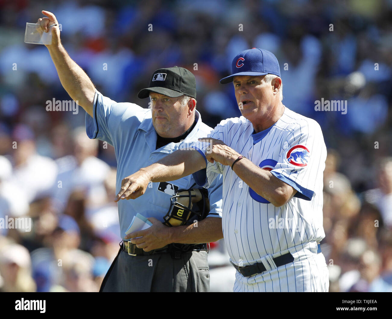 Chicago Cubs manager Lou Piniella (R) stands next to home