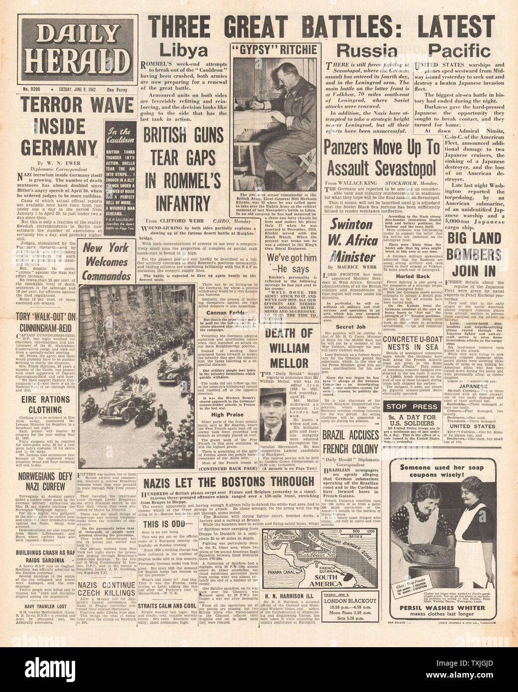 1942 front page  Daily Express Battle of Libya and Battle of Midway Stock Photo