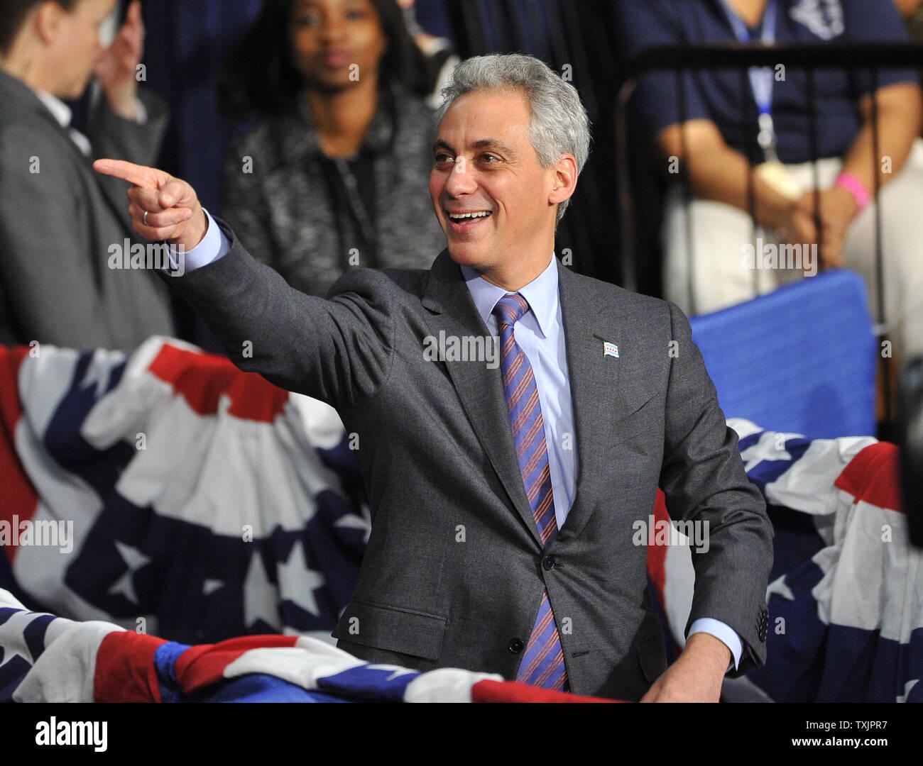 Chicago Mayor Rahm Emanuel walks out to introduce U  S  President