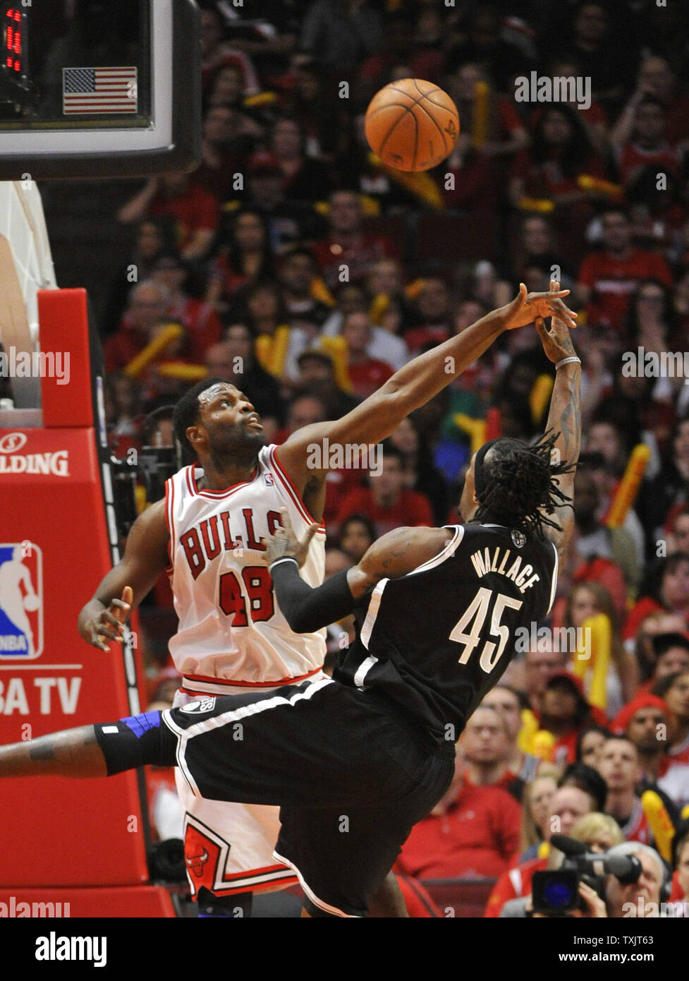Chicago Bulls center Nazr Mohammed contests the shot ov