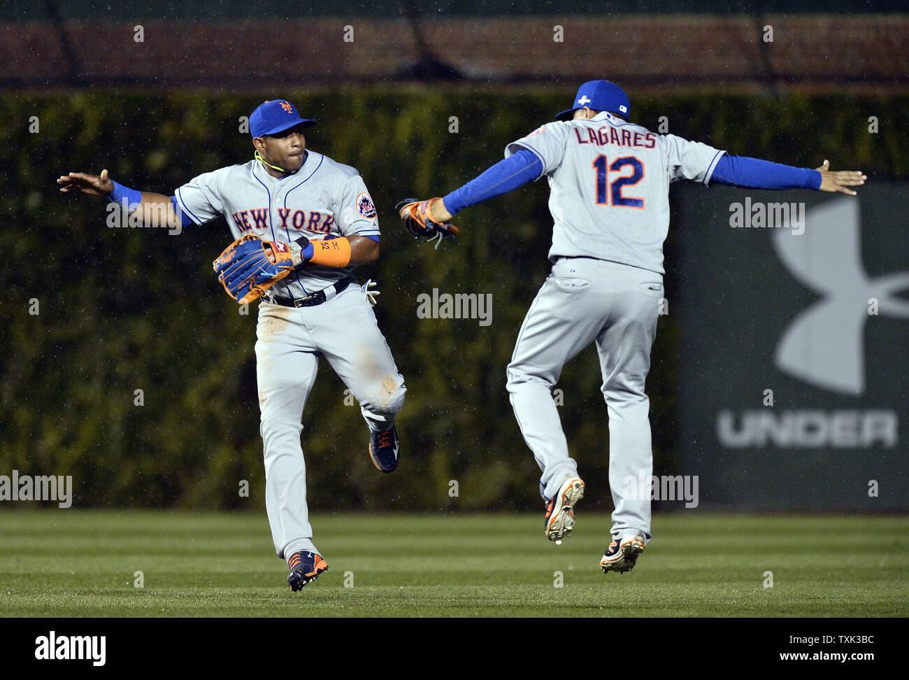 New York Mets center fielder Yoenis Cespedes (L) and center