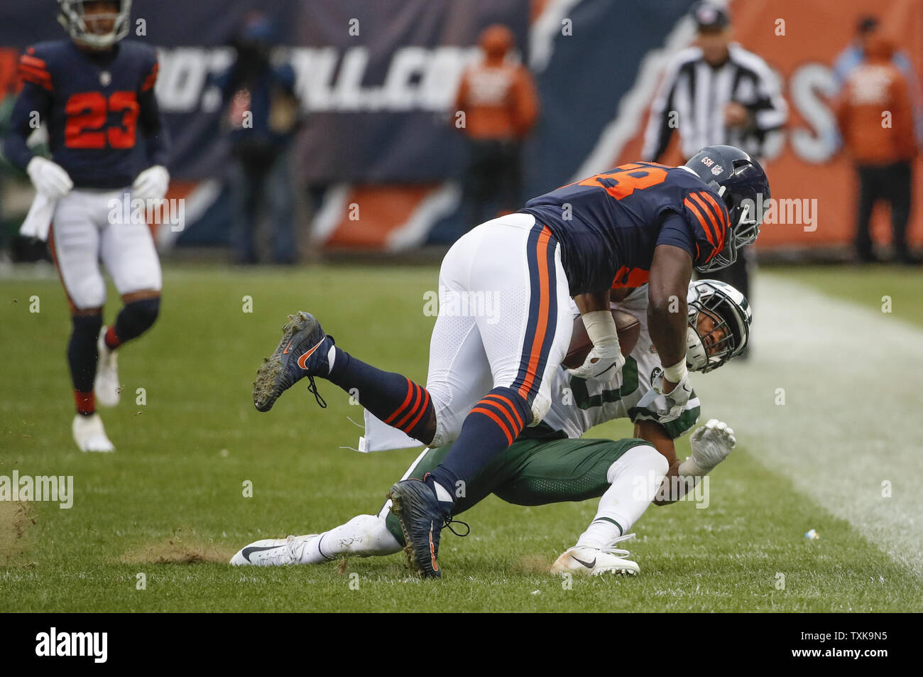 best service 25a90 66b31 Chicago Bears inside linebacker Roquan Smith (58) tackles ...