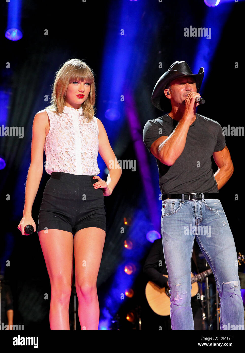 Taylor Swift Performs With Tim Mcgraw During The Cma Music Festival At Lp Field In Nashville On June 6 2013 Upi Terry Wyatt Stock Photo Alamy