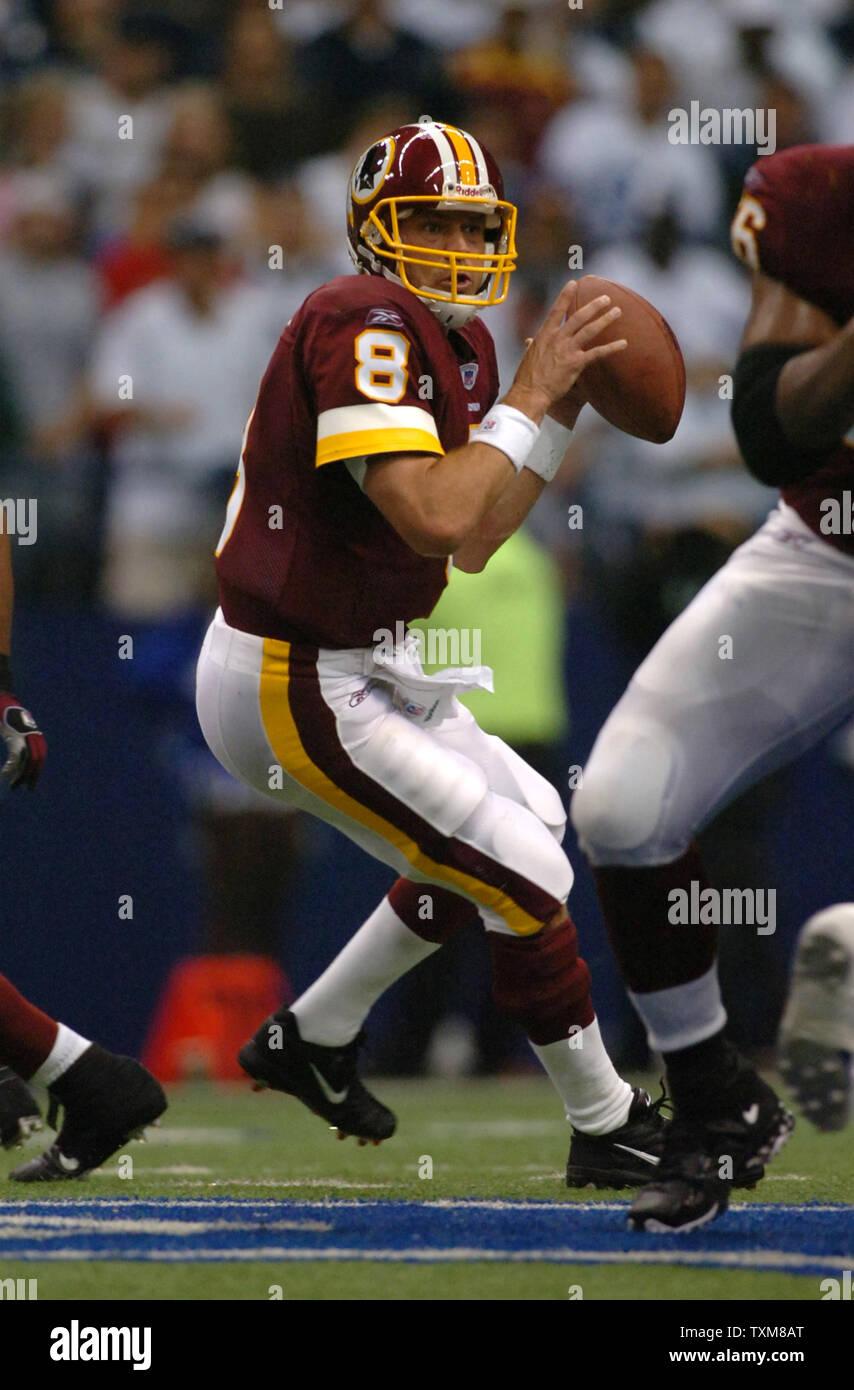 Washington Redskins quarterback Mark Brunell scrambles during the third quarter of the Dallas Cowboy game at Texas Stadium on September 17, 2006. The Cowboys defeated the Redskins 27-10.  (UPI Photo/Ian Halperin) - Stock Image