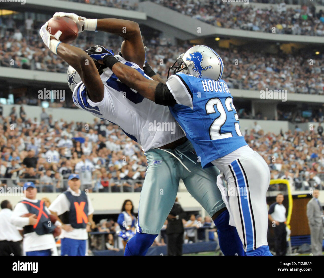 Dallas Cowboys Dez Bryant Makes A Catch For A Touchdown As
