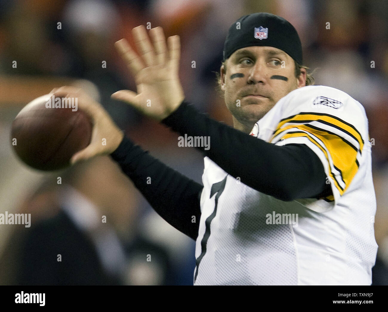 Pittsburgh Steelers quarterback Ben Roethlisberger warms up at Invesco Field at Mile High in Denver on November 9, 2009.       UPI/Gary C. Caskey... - Stock Image
